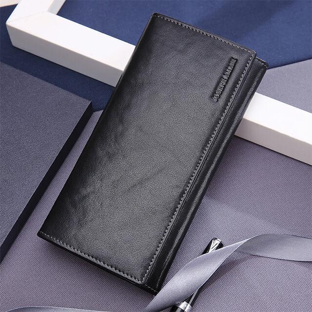 Nam giới nên lựa chọn những chiếc ví cầm tay làm bằng da thật