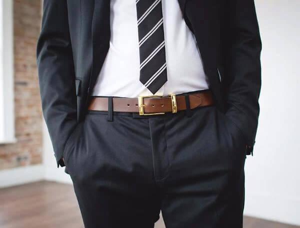 Màu của dây thắt lưng nam được nổi bật