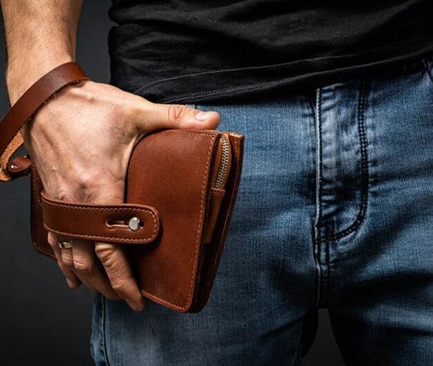 Địa chỉ bán ví cầm tay nam xịn không thể bỏ qua