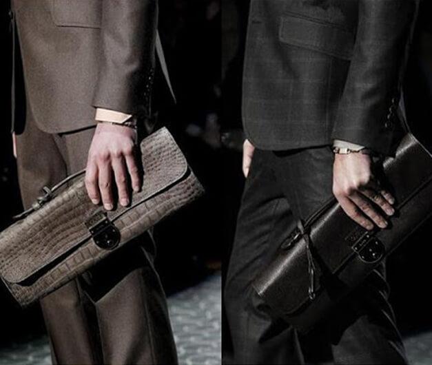 Hãy tham khảo mọi người trước khi quyết định mua ví cầm tay nam