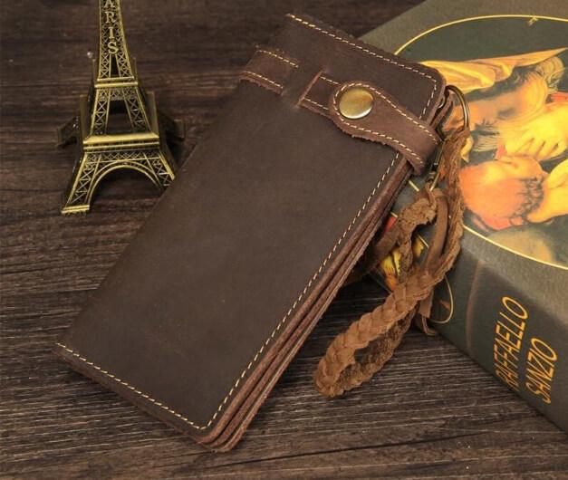 Vì sao nhiều người thích sử dụng ví cầm tay nam handmade