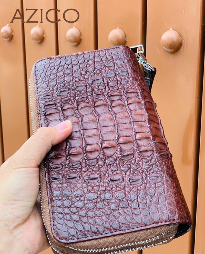 Có nên sử dụng ví cá sấu cầm tay nam hay không?