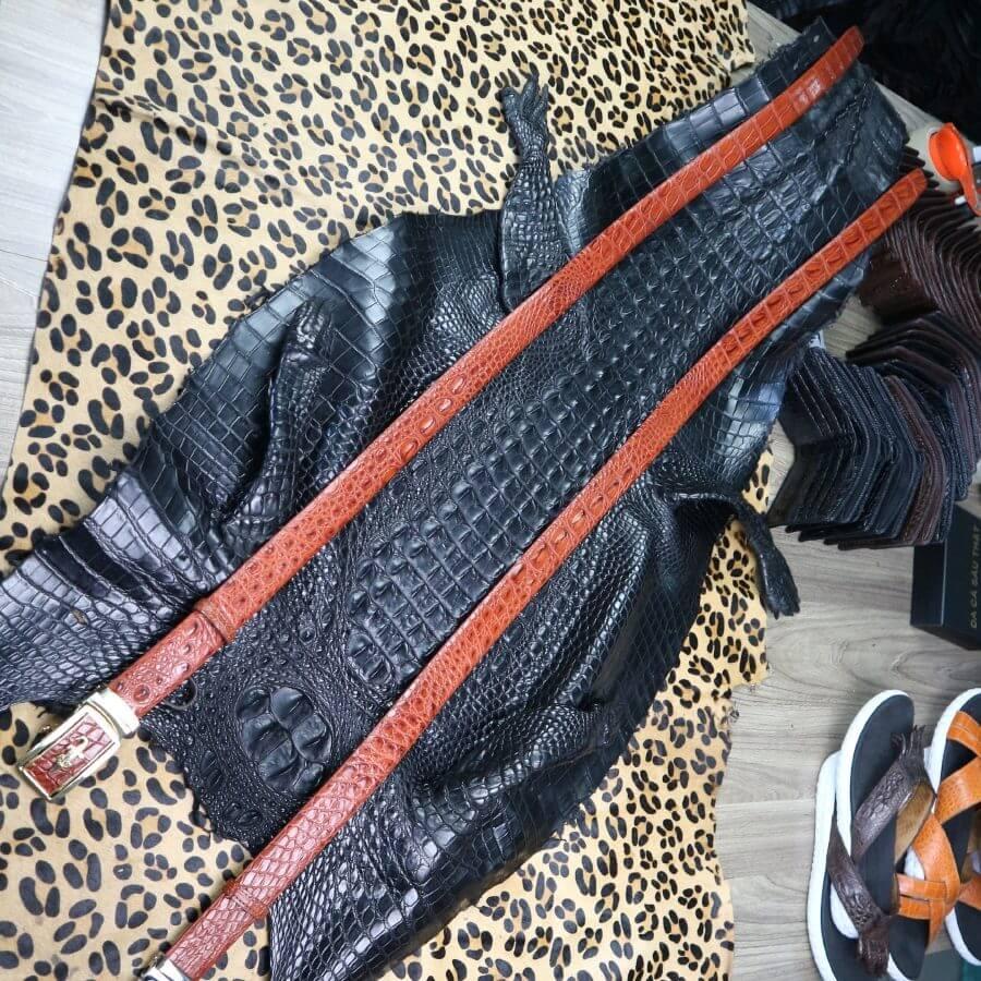 Thắt lưng da cá sấu phần da hông bản 3,5cm màu nâu đỏ nổi bật E750
