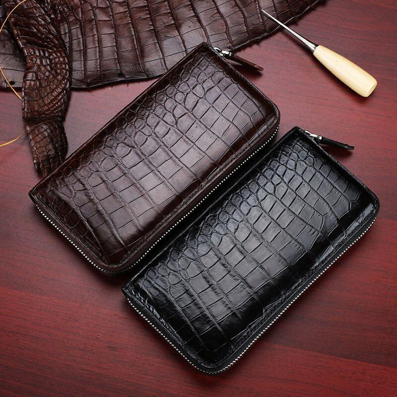 Sử dụng ví cầm tay da cá sấu thể hiện phong cách thời trang khác biệt