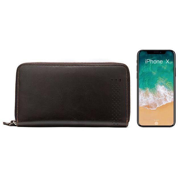 Kích thước so với điện thoại của mẫu ví cầm tay D102